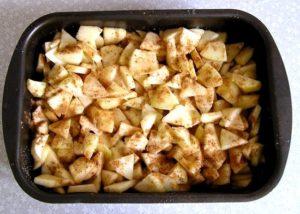 выкладываем яблоки в форму