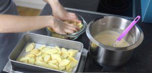 кладем яблоки в миску