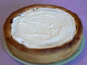 смазываем пирог кремом