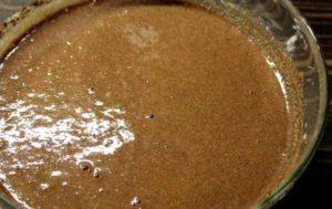 добавляем к манке какао-порошок