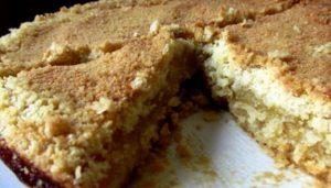 вытаскиваем пирог из духовки