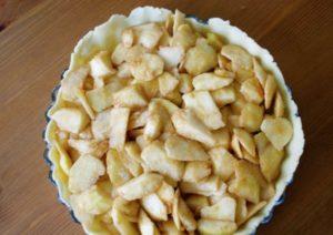 выкладываем яблочную начинку