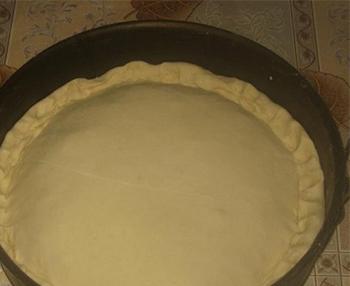 накрыть вторым пластом теста пирог