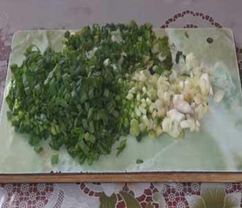 нарубить зеленый лук