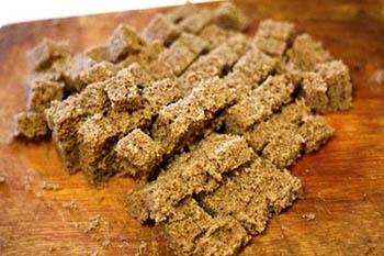 готовим хлебный мякиш из ржаного хлеба