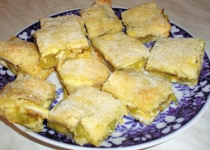 готовый слоеный пирог с ревенем