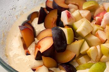 подготовить сливу и яблоки