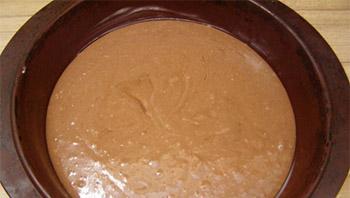 залить тесто в форму