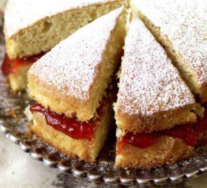 куски бисквитного пирога