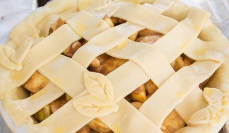 Летний пирог с яблоками и грушами