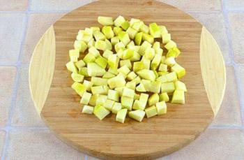 нарежьте яблоки