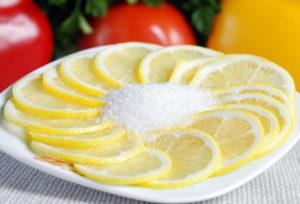 лимон и сахарный песок
