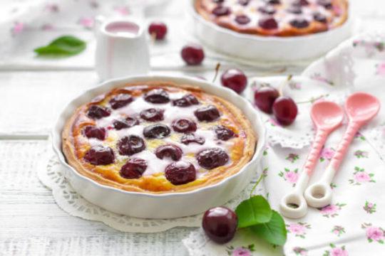 готовый пирог с вишней