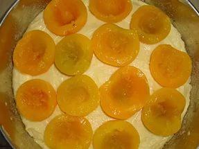 консервированные персики на пироге