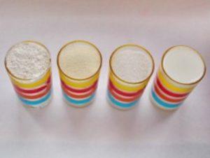 отмеряем стаканами муку, манку, кефир и сахар