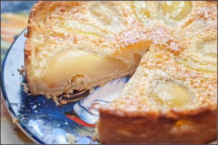 Пирог с грушами готовый