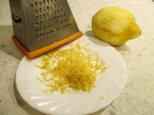 натираем цедру лимона