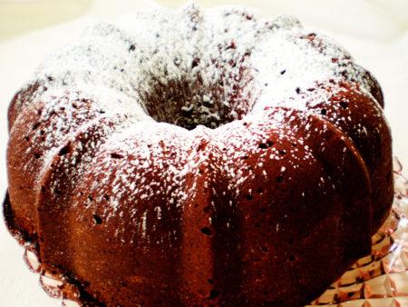 Шоколадный пирог с сахарной пудрой