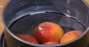 выкладываем персики в форму