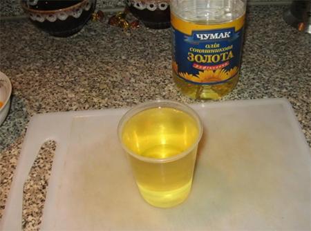 Вылить в манку растительное масло