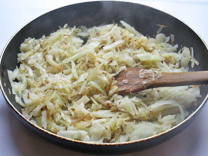 Тушеная капуста рецепт на сковороде с фото пошагово в