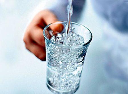 Наливаем стакан воды
