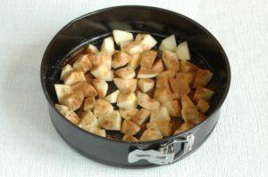 яблоки посыпаем корицей