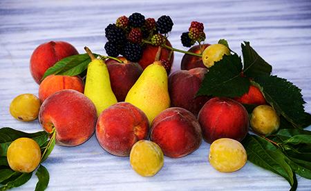 Груши, персики