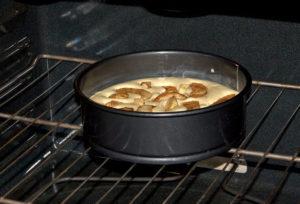 выпекайте шарлотку в духовке