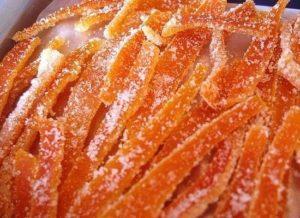 Апельсиновые цукаты нарезаем