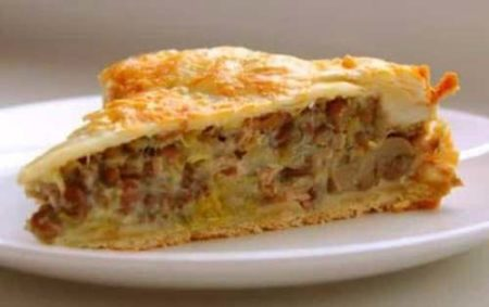 Кусок пирога с грибами