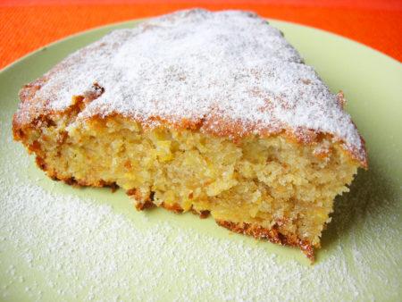 Кусок пирога в тарелке