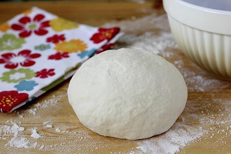Скатываем тесто