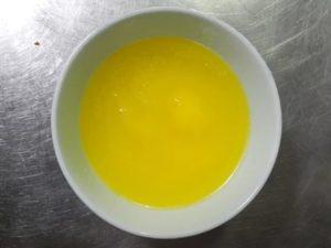 Сливочное масло растопите