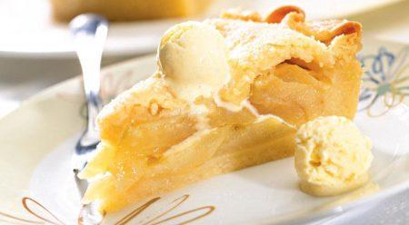 к пирогу можно подавать мороженное