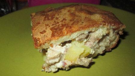 Кусок пирога с картофелем