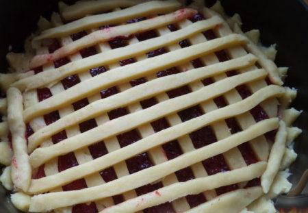 Пошаговый рецепт слоеного пирога с вареньем