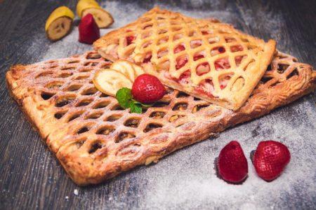Готовый пирог с сахарной пудрой