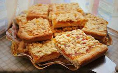 Пирог с манкой и вареньем