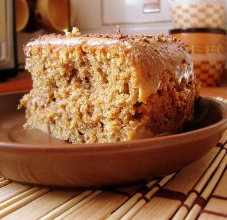 Кусочек пирога в тарелке